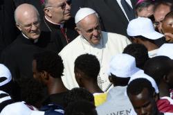 Papa Francesco fra i migranti