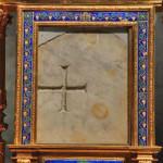 Sacra-Pietra-il-marmo-macchiato-di-sangue-durante-il-miracolo-eucaristico